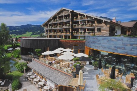 1-presse_jungbrunn_terrassen_mit_grill_und_stammhaus