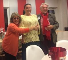 Gewann bei der Tombola einen Kochkurs: Sylvia Henke (Mitte)